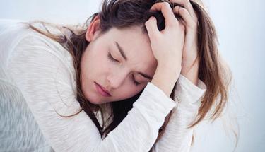 Bipolar bozukluk hastalığına sahip kişilerin yakınları nelere dikkat etmeli?