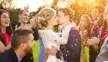 Evlenmek için sadece aşk yeter mi...