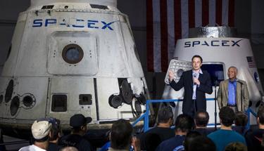 Space X, uzaya fırlatılan roketi dünyaya indirerek bir ilki gerçekleştirdi!