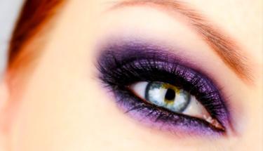 Göz makyajında bu yılın trendi mor!