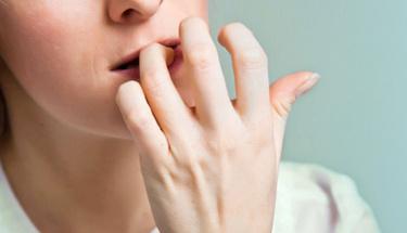 Tırnak yeme alışkanlığı o hastalığa neden oluyor!
