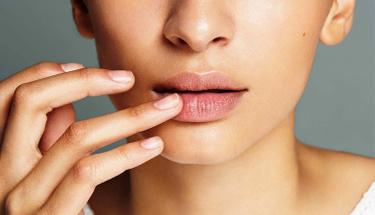 3 adımda pürüzsüz dudaklara sahip olun!