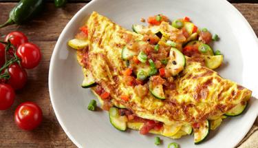 Pazar kahvaltısında enfes lezzet: Sebzeli Omlet