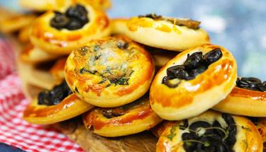 Sahur için çeşit çeşit mini pizzalar yapın!