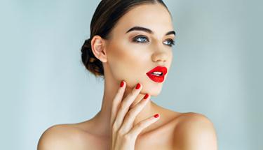 Kırmızı ruj eyeliner uymunu keşfetmeye hazır mısın?