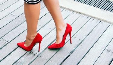 Topuklu ayakkabıyla yürüme taktikleri!