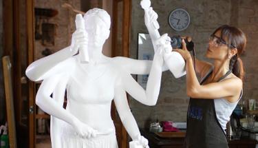 Arzum Onan'dan çok konuşulacak kadın heykeli!