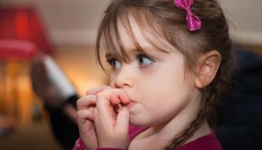 Bu yöntemle çocuklardaki tırnak yeme alışkanlığını bitirin!