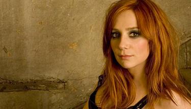 Ünlü rockçı Aylin Aslım tartıştığı kadının kafasında şişe kırdı!