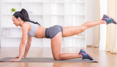 Evde aletsiz vücut geliştirmek isteyenler için 6 etkili egzersiz!