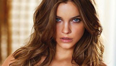 Ünlü model Barbara Palvin ateşli pozuyla sınırları zorladı!