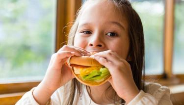 Bu burger çocuğunuzun beslenme çantasında mutlaka olmalı!