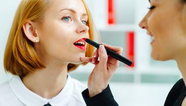 Çalışan kadınların ofis ortamı için bakım önerileri