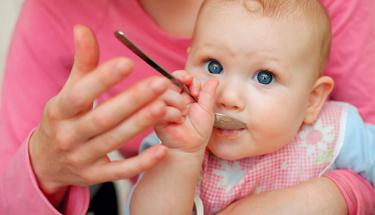 Bebeğiniz her yemek yediğinde kusuyorsa...