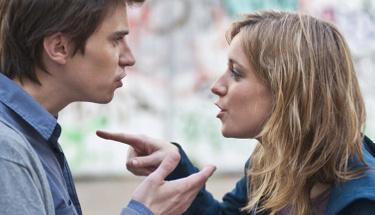 Sevgilinizle kavga ederken eşyaları fırlatıyorsanız...