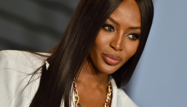 48 yaşındaki modelin üstsüz pozu görenlerin ağzını açıkta bıraktı!
