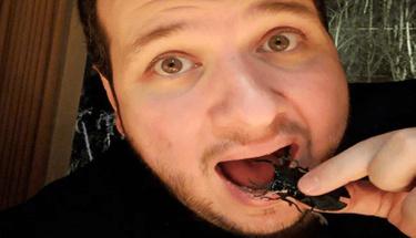 Şahan 2 Bin 500 liralık böcekle ziyafet çekti!