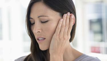 Kulak zarı yırtılmasında ameliyattan korkanlar için...