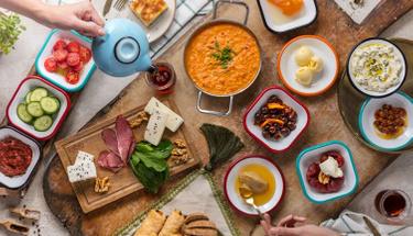 Haftasonu kahvaltılarınız renklensin: Çakallı menemeni