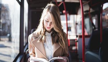 Yolculukta kitap okurken mideniz bulanıyorsa...