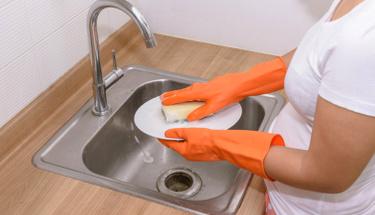 Kurumuş yemek kalıntıları nasıl temizlenir?