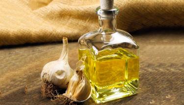 Saç için doğal mucize: Sarımsak yağı