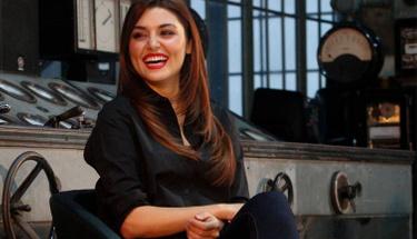 Hande Erçel annesinin ölümü sonrası olaylı gecede görüntülendi!