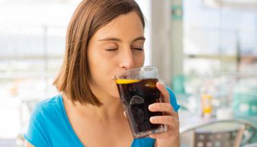 Gazlı içeceklerdeki ölüm riski! Günde 2 bardaktan fazla içiyorsanız...