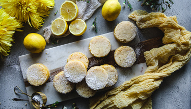 Pratik tatlı arayanlar için limonlu blondie!