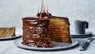 Kendine hayran bırakan çikolatalı krep pasta!