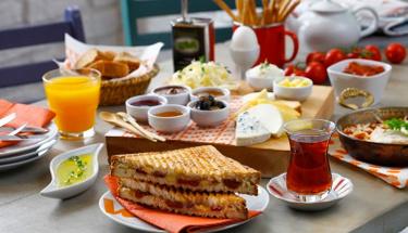 Kahvaltı için enfes öneri: Yumurtalı domates dolması