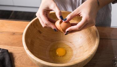 Yumurta kabuğunu çöpe atmak yerine bir de böyle kullanın!