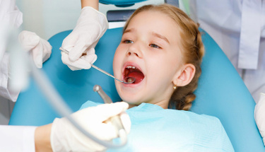 Diş ojesi ile dişlerinizde girintili yerler başınıza bela olabilir!