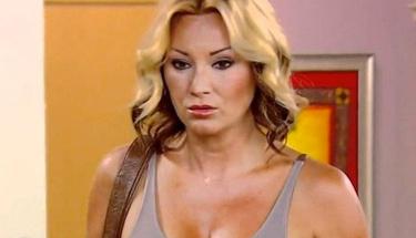 Pınar Altuğ'un oy kullanmaya giderken giydiği tayt olay oldu!