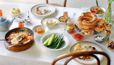 Sabah kahvaltısında pastırmalı yumurtayı birde böyle deneyin!