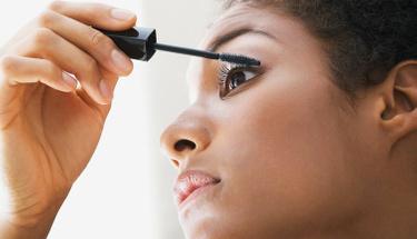 Yeni başlayanlar için pratik göz makyajı önerileri!