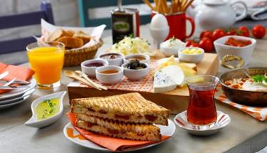 Haftasonu kahvaltıları için enfes lezzet: Zeytin böreği tarifi