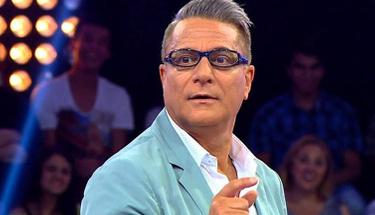 Mehmet Ali Erbil sahnede ''merhaba'' deyince alkış tufanı koptu!