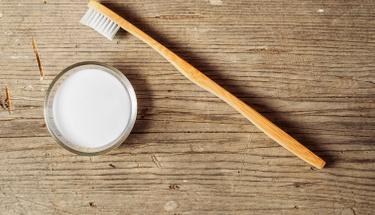 Naneli diş tozunu evde yapmaya ne dersiniz?