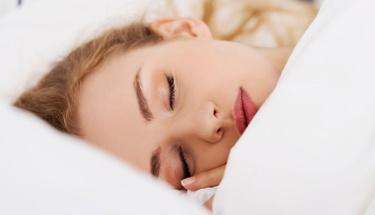 Makyajı çıkarmadan uyursanız ciltte neler olur?