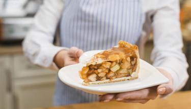 Altın günlerinin vazgeçilmezi elmalı pasta tarifi!