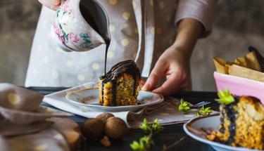 Çayın ayrılmazı çikolata soslu kek tarifi!