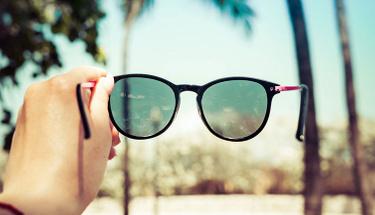 Güneşten gözleri korumak için modadan vazgeçin!