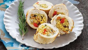 Bu uyuma bayılacaksınız: Pirinçli tavuk sarma tarifi