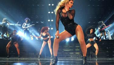Beyonce'nin kızı annesinin izinden gidiyor ilk kez sahneye çıktı!