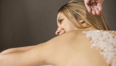 Peeling ve scrub arasında nasıl bir fark var?