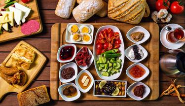 Kahvaltı için şahane bir tat: Peynirli yufka çanakları