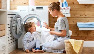 Çamaşır suyu kullanmadan beyazlardaki lekeleri çıkartmak için...