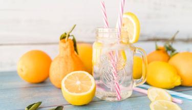 Sıcakta bunalanlar için ev yapımı limonata!
