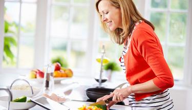 Yazın hafif yemek düşünenlere zeytinyağlı kabak yemeği!